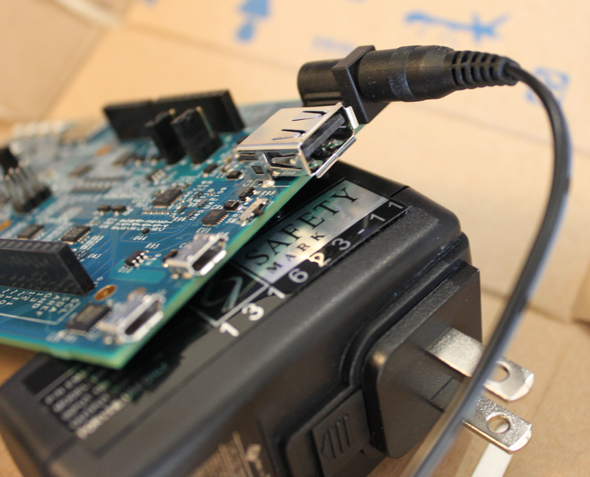 図7 ACアダプターの接続